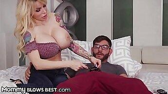 Big ass mom with big tits likes it deep