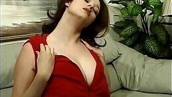 Amateur big tit milf with big sets & large boobs