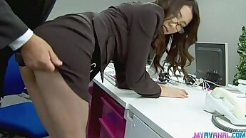 Bossy secretary sucking lucky client in office