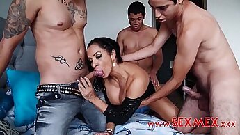 Another gangbang sandwiched between mom and daughter