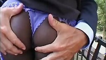 African slut gets more than just her face filmed by her friend