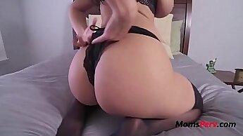 Chubby Mom MILF Masturbates on Craigslist